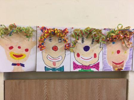 Grosse Und Kleine Kinder Gestalten Zusammen Bilder Grundschule Baldham